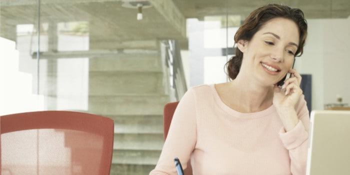 Mujer formándose para crear un equipo