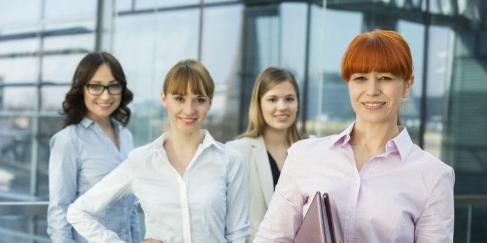 Emprendedoras liderando con VUCA